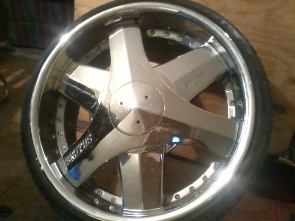 (Rare)22inch spinning brutus blades - $3000 (Opelousas,LA)