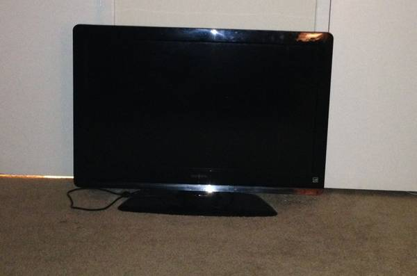 46 inch TV ( INSIGNIA ) for sale - $300 (Bayou Shadows)