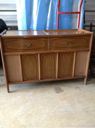 Vintage magnavox stereo record player - $225 (Lafayette )