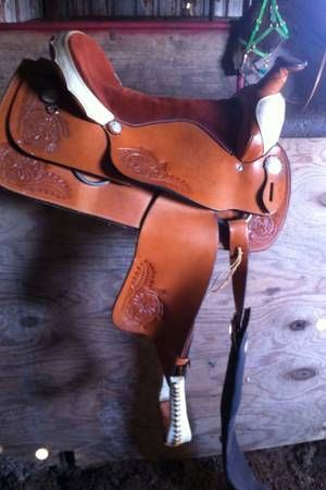 Roping saddle - $600 (New Iberia)
