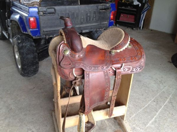 15 Dale Fredricks Roping saddle - $450 (Iota)