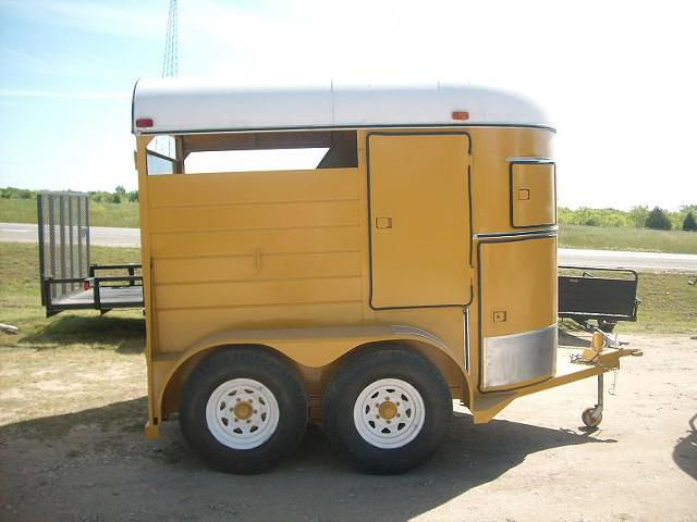 $2,995, Cat Yellow Hale 2 Horse Trailer