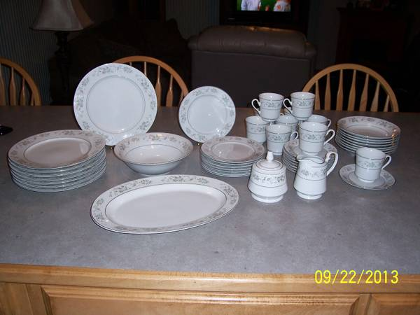 8 PIECE SANGO CHINA SET - $80 (CROWLEY)