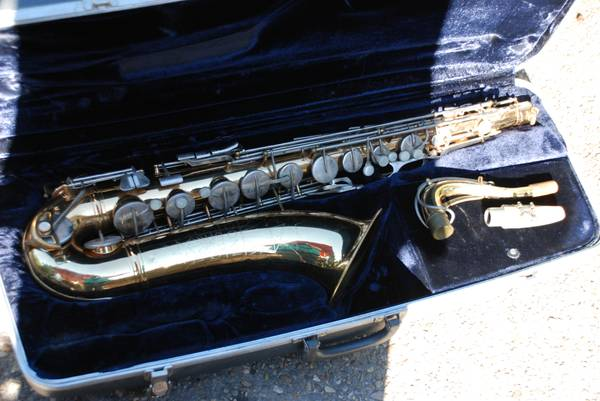 CONN SHOOTING STAR ALTO SAXOPHONE WITH CASE (Lafayette LA)