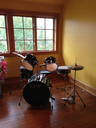 PDP Z5 complete drum set with hardware and Cymbals - $399 (Lafayette )