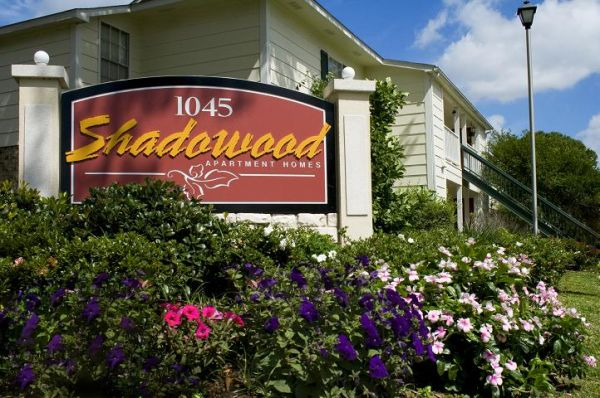 $935 3br - 1131ftsup2 - We have a 3 bedroom available (Shadowood Apartments)