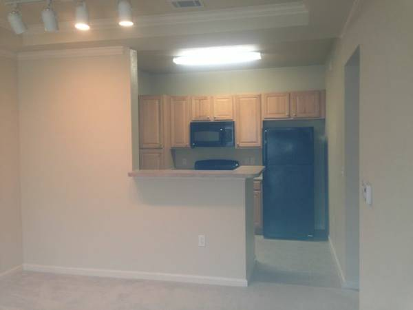-  930   1br - 1bdr 1ba apartment available august 1st    Siegen near I-10