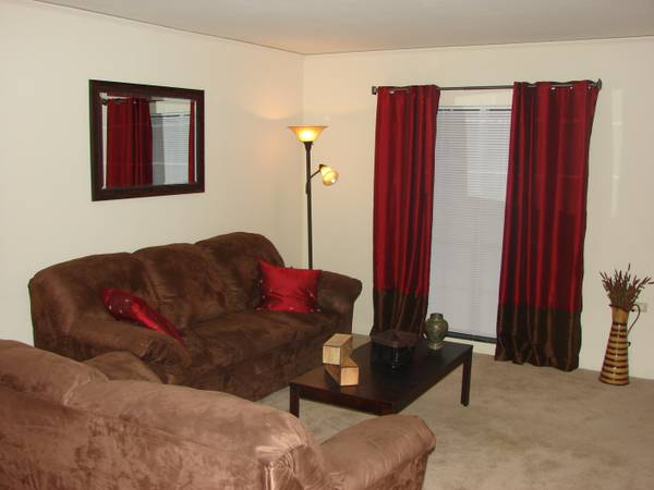 -  865   2br - 1525ft sup2  - Ample  Charming 2bed 2 5bath Townhome Available For You Only  865 mnth  Savoy Plaza Apartments