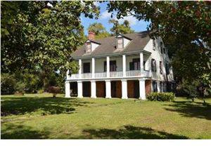 900 000  Historic Plantation Home operating as Bed  Breakfast