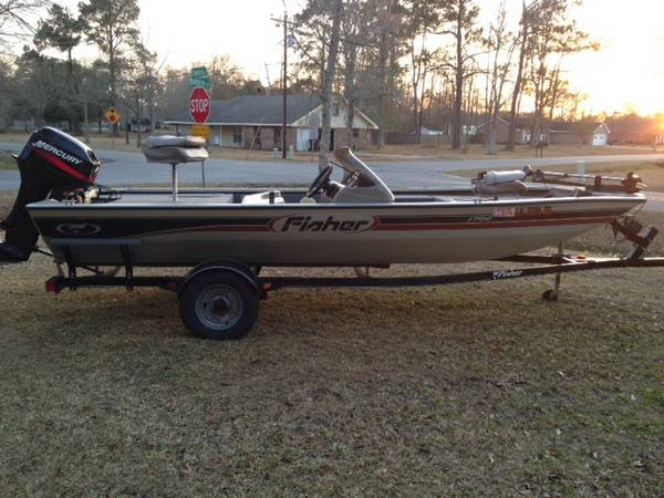 17 Foot Fisher Bass Boat 2002 -   x0024 5500  Lake Charles