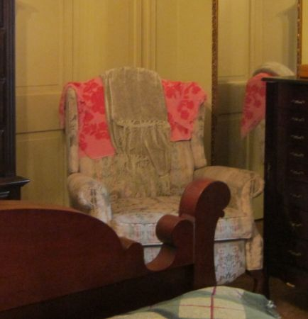 Queen Anne style recliner (looks like arm chair) - $40 (near McNeese)