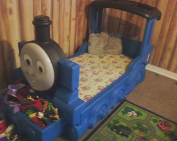 thomas the train bed with attatched toy box - $80 (sulphur)