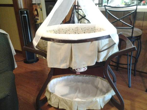 fisher price zen bassinet - $125 (n sulphur)