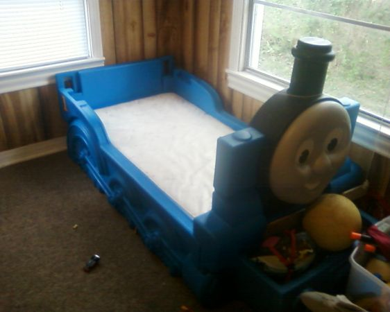 thomas the train bed with attatched toy box with matress - $100 (sulphur)