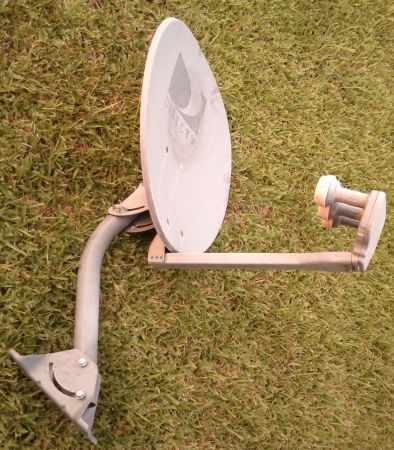 Used DirecTV Satellite Dish 3 LNBs... - $10 (Lake Charles, LA)