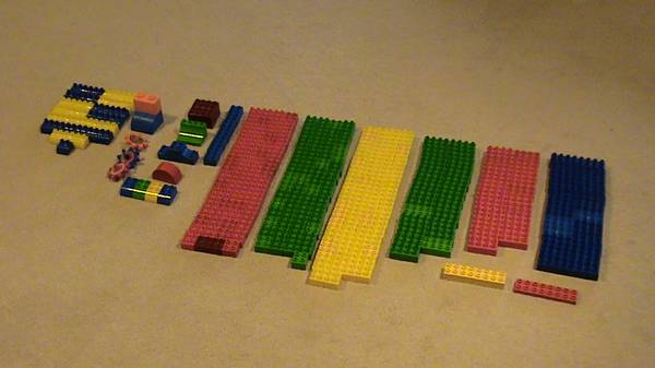 Lego Duplo bricks   327 pieces  -   x0024 10