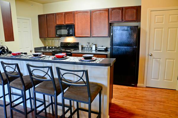 - $530  1400ftsup2 - FEMALE ROOMMATE NEEDED FOR SUBLEASE ASAP BEST RATES IN UTSA AREA (HILL COUNTRY PLACE APARTMENTS)