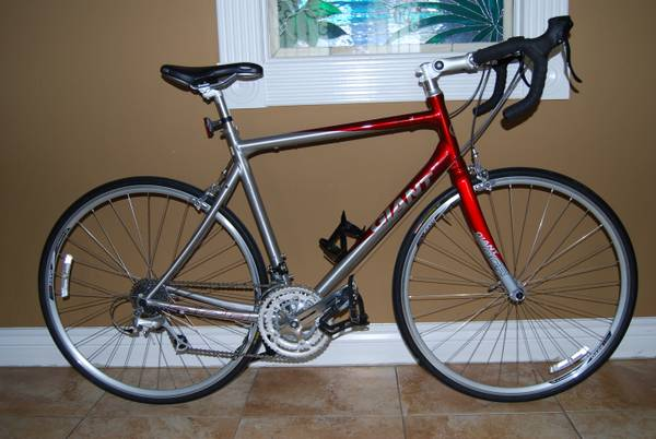 GIANT OCR3 ROAD BIKE FOR SALE - $600 (LAREDO, TX)