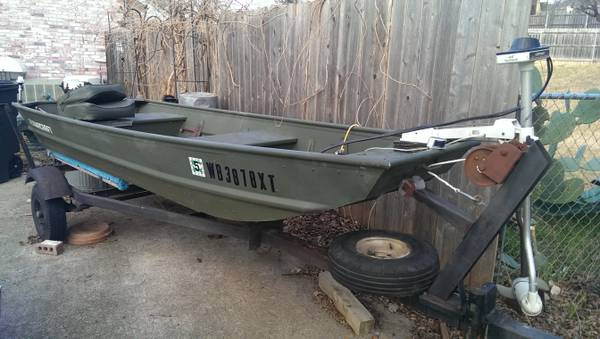12 foot Alumacraft and 8-5 johnson -   x0024 800  waco