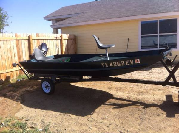 Boat For Sale    -   x0024 1200  Laredo