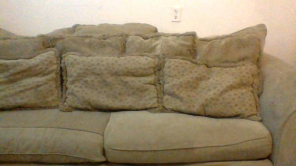 BEAUTIFUL living room set from lacks - $200 ( ( or best offer) laredo texas)