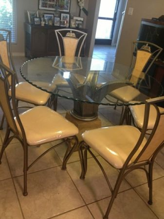 Beautiful Round Glass Top Dining Room Table - $450 (La Bota Ranch)