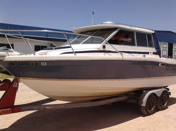 trade my boat for your rv 25 ft trophy cabin (Laredo spi)