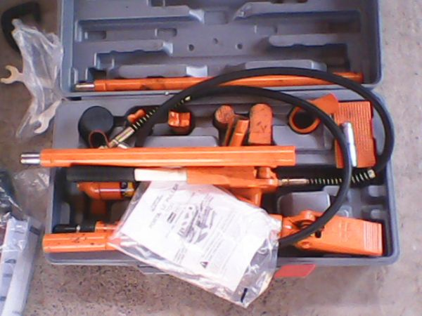 4 TON PORTABLE PULLER W HOSES FOR DENTS REMOVAL OF CARS - $85 (LAREDOLEE AVE)