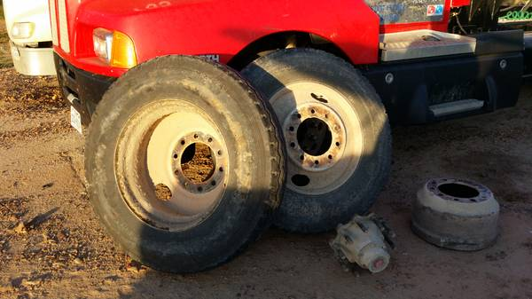 18 wheeler rims and tires 24 - $400 (cotulla)