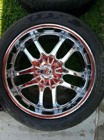22 ZINIK CHROME RIMS TIRES - $795 (NORTH LAREDO)