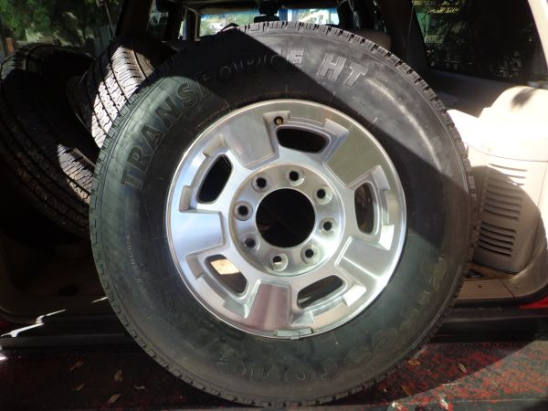 2009-2013 CHEVY RIMS  TIRES 8 LUG - $800 (LAREDO)