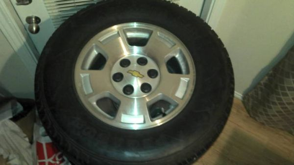 17s Rims Tires 6 lugs for chevy-tahoe - $500 (south laredo)