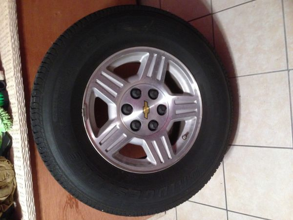 2007 chevy tahoe rims n tires - $550 (Laredo )