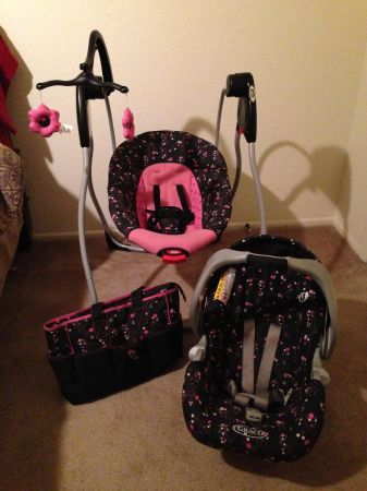 Baby girl travel system GRACO swing and bounce play - $150