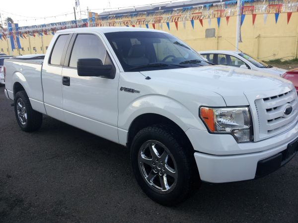 2009 FORD F150 - CLEAN TITLE - 20in RIMS AND BRAND NEW MUD TIRES - $13500 (LAREDO )