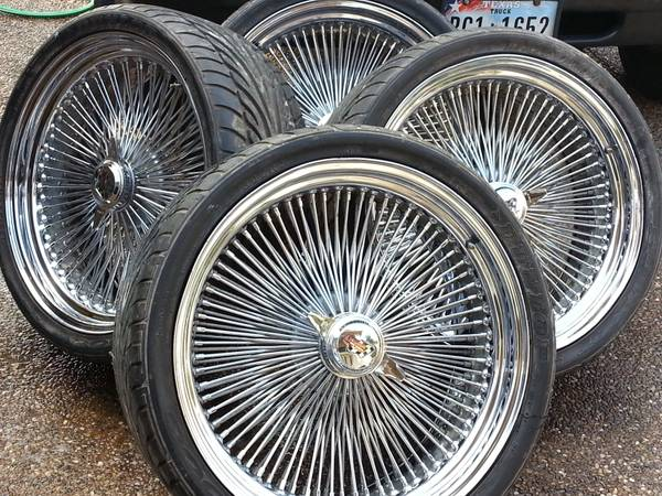 22 inch dayton wire wheels - $350 (laredo)