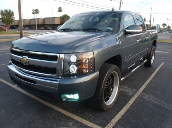 2010 Chevrolet Silverado 1500 Crew Cab (Customized) Only 15K Mi - $18000 (Laredo, TX)