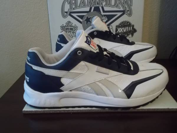 Dallas Cowboys Reebok sz 9 game shoes - $35 (North Laredo)