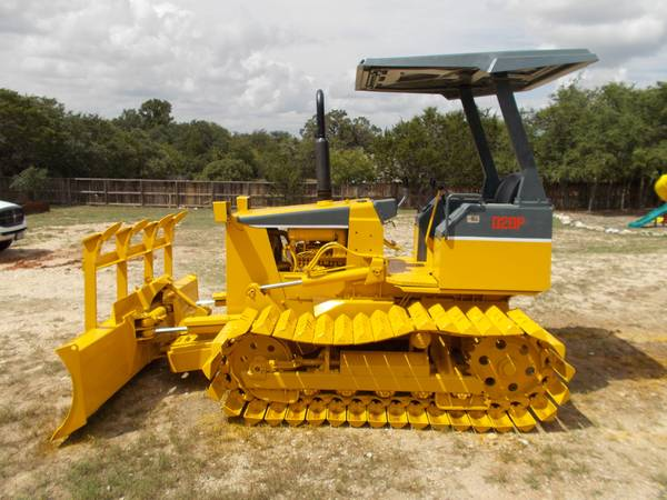 KOMATSU D20P DOZER WITH ROOT RAKE AND SIX WAY BLADE - $21000 (SAN ANTONIO)