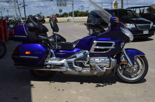 10 599  2003 Honda Gold Wing