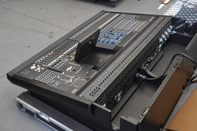 Yamaha PM5D NON RH Mixing Console With Road Case $2500