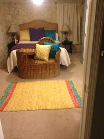 - $1100 1br - 1000ftsup2 - Very cool carriage house, furnished bills pd (Deco District)