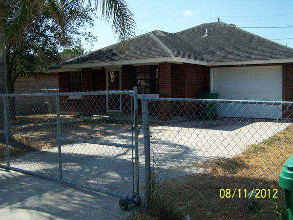 3br - 1200ft sup2  - 3 2 1 Single family home for Vending Machine business  Pharr