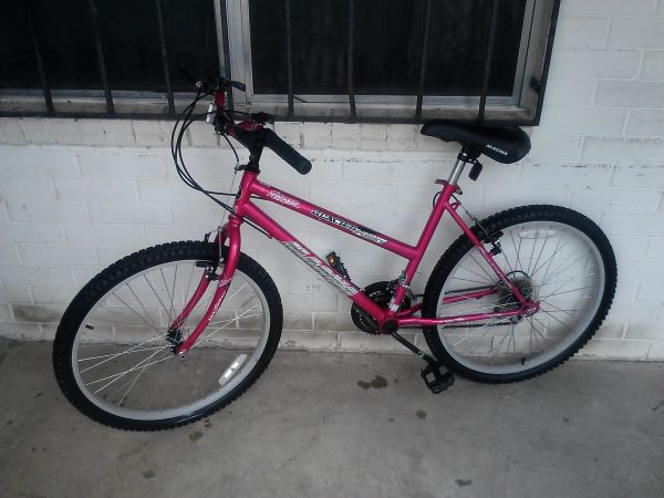 MAGNA BIKE FOR LADIES HOT PINK - $75 (Donna tx)