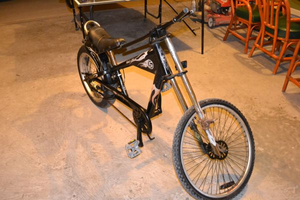 Schwinn Stingray Chopper bike - $180 (Alamo)