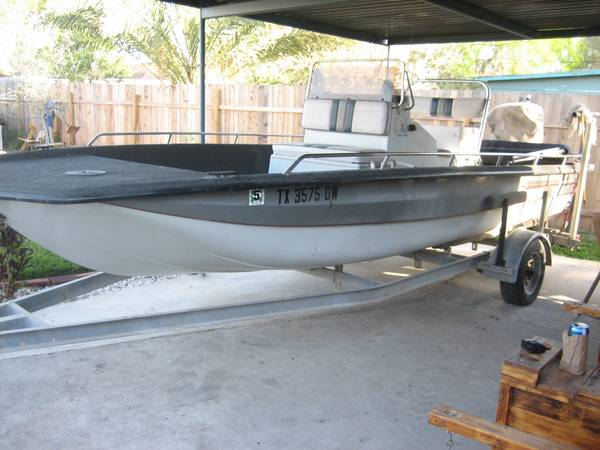 20.2 Bayhawk w 200 Yamaha tunnel boat - $6700 (Edinburg)
