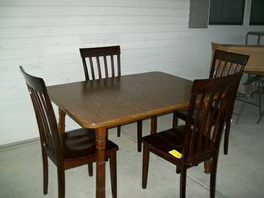 dining table 4 chairs (Pharr)