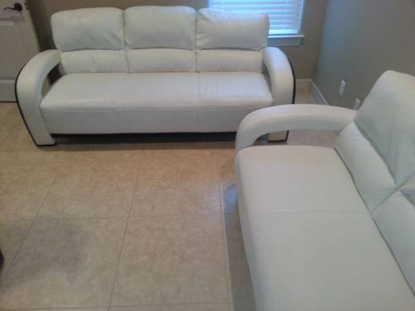 Modern White Sofas Beautiful Set must sell - $700 (Edinburg Jacskon and Trenton)