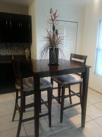 Dining TableBar Table with 2 chairs - $200 (Weslaco)