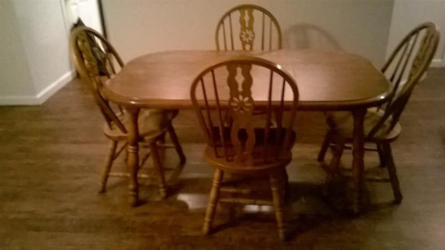 300  Authentic Oak 5 Piece Dining Room Table